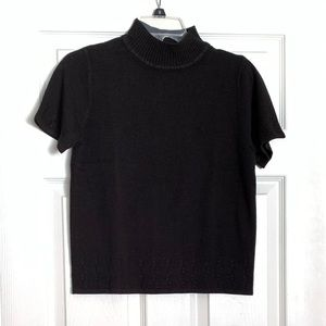 Women's sweater with short sleeves
